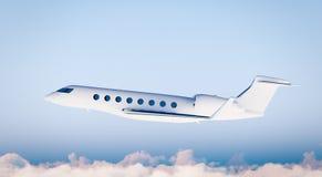 Vuelo blanco del aeroplano de Matte Luxury Generic Design Private de la foto en cielo azul Maqueta clara aislada en fondo borroso Imagen de archivo