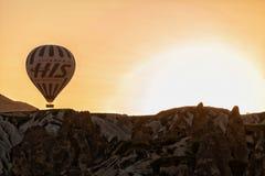 Vuelo Cappadocia del globo del aire caliente fotos de archivo libres de regalías