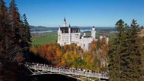Vuelo cerca del castillo de Neuschwanstein, Baviera, Alemania metrajes