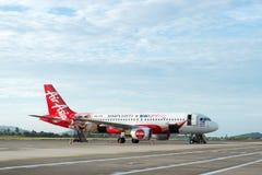 Vuelo de Air Asia A320 en el aeropuerto internacional de Langkawi Fotos de archivo libres de regalías