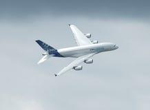 Vuelo de Airbus A 380 Foto de archivo libre de regalías