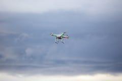 Vuelo de Dron en mún tiempo Imagenes de archivo