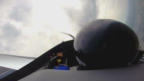 Vuelo de la adrenalina en el avión de combate, POV del pasajero de mirada experimental experimentado metrajes