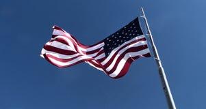 Vuelo de la bandera americana Fotos de archivo libres de regalías