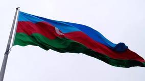 Vuelo de la bandera de Azerbaijan en el viento metrajes
