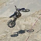 Vuelo de la bici en el aire imágenes de archivo libres de regalías