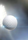 Vuelo de la bola a través del aire foto de archivo