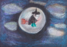 Vuelo de la bruja en la escoba en cielo oscuro Imagen de archivo libre de regalías