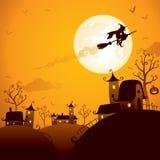 Vuelo de la bruja sobre la luna Imágenes de archivo libres de regalías
