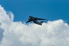 Vuelo de la demostración de los aviones Antonov An-178 del transporte de los militares Foto de archivo