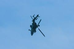 Vuelo de la demostración del UHT del tigre de Eurocopter del helicóptero de ataque Imágenes de archivo libres de regalías