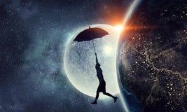 Vuelo de la mujer en el paraguas Técnicas mixtas Imágenes de archivo libres de regalías