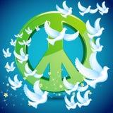 Vuelo de la paloma alrededor del símbolo de paz Imagen de archivo libre de regalías