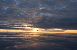 Vuelo de la salida del sol imagen de archivo libre de regalías