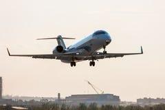 Vuelo de la tarde de aviones privados Fotografía de archivo