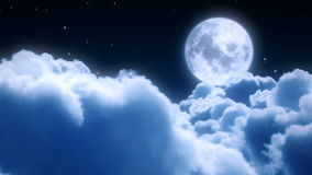 Vuelo de las nubes de noche Fotos de archivo