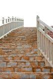 Vuelo de los pasos del ladrillo con las verjas de madera Foto de archivo libre de regalías