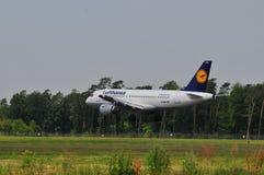 Vuelo de Lufthansa Imagenes de archivo