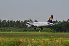 Vuelo de Lufthansa Fotos de archivo