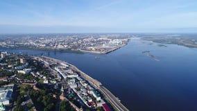 Vuelo de Nizhniy Novgorod con una opinión sobre la flecha almacen de metraje de vídeo
