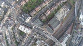 Vuelo del abejón de los edificios de Londres arriba almacen de metraje de vídeo