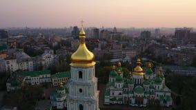 Vuelo del abej?n alrededor de la catedral de Sophia del santo, Kiev, Ucrania almacen de video