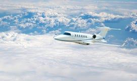 Vuelo del aeroplano Imágenes de archivo libres de regalías