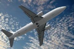 Vuelo del aeroplano de arriba Fotos de archivo libres de regalías