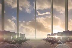 Vuelo del aeroplano más allá de la ventana del salón de las salidas Fotografía de archivo