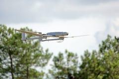 Vuelo del avión del abejón del Uav Fotos de archivo libres de regalías