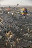 Vuelo del globo del aire caliente en Cappadocia, Turquía Fotografía de archivo libre de regalías