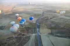 Vuelo del globo del aire caliente sobre Cappadocia Foto de archivo libre de regalías