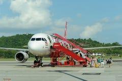 Vuelo del jet de Air Asia Imágenes de archivo libres de regalías