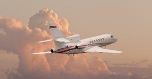 Vuelo del jet privado a través de las nubes Fotos de archivo libres de regalías