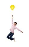 Vuelo del niño con el globo amarillo imágenes de archivo libres de regalías