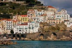 Vuelo del p?jaro - 1 Amalfi Campania Italia fotos de archivo