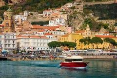 Vuelo del p?jaro - 1 Amalfi Campania Italia foto de archivo libre de regalías