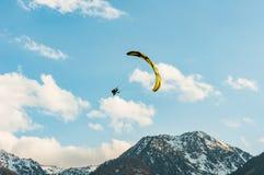 Vuelo del Paragliding Fotos de archivo