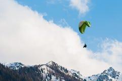 Vuelo del Paragliding Imagenes de archivo