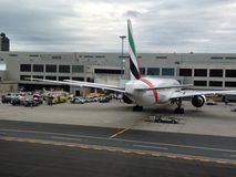 Vuelo EK 237 de los emiratos bajo cuarentena en el aeropuerto de Boston Fotografía de archivo