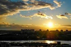 Vuelo en la puesta del sol Foto de archivo libre de regalías
