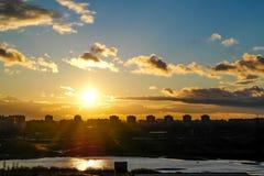 Vuelo en la puesta del sol Imágenes de archivo libres de regalías