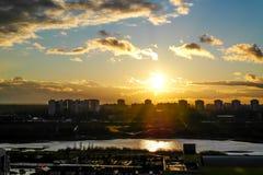 Vuelo en la puesta del sol Imagen de archivo libre de regalías