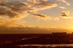 Vuelo en la puesta del sol Fotografía de archivo