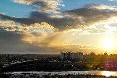 Vuelo en la puesta del sol Foto de archivo
