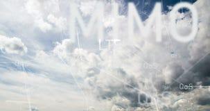 Vuelo en las nubes, movimiento a través de las nubes, lapso de la cámara de tiempo almacen de video