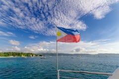 Vuelo filipino en un barco, Boracay de la bandera Imagenes de archivo