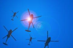 Vuelo militar de la escuadrilla de los helicópteros de Estados Unidos Imágenes de archivo libres de regalías