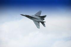 Vuelo militar del aeroplano Imagen de archivo libre de regalías