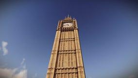 Vuelo plano sobre Big Ben en la cantidad de Londres ilustración del vector